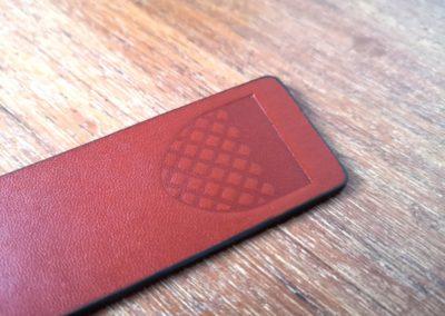 Marque-page cuir végétal marron marquage logo sur mesure