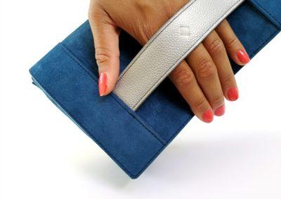 Pochette femme cuir bleu argent sur mesure